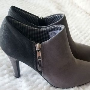NEW•BOOTS•Dexflex Comfort Grey Suede Booties